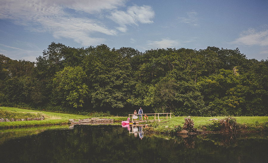 Festival vibes and a gorgeous Devon wedding at Colehayes Park, photo credit Howell Jones Photography (7)