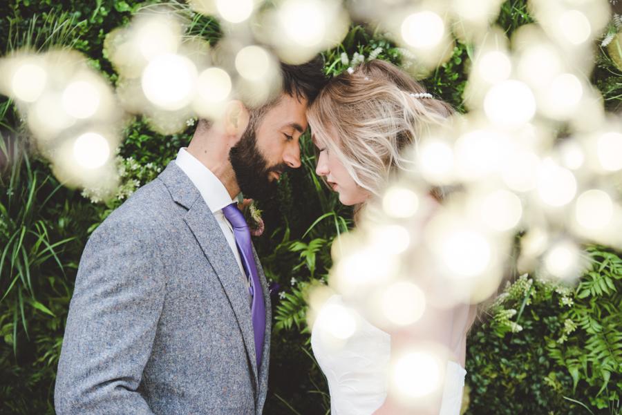 Lush city garden wedding styling ideas on English Wedding, images by Neli Prahova Photography (6)