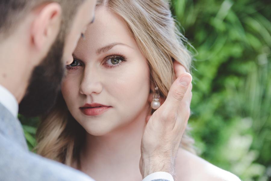 Lush city garden wedding styling ideas on English Wedding, images by Neli Prahova Photography (9)