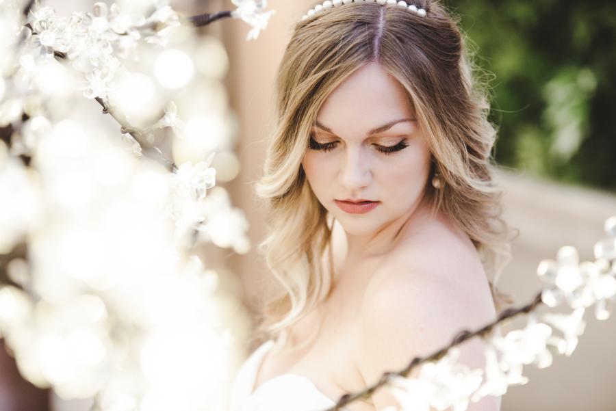 Lush city garden wedding styling ideas on English Wedding, images by Neli Prahova Photography (11)
