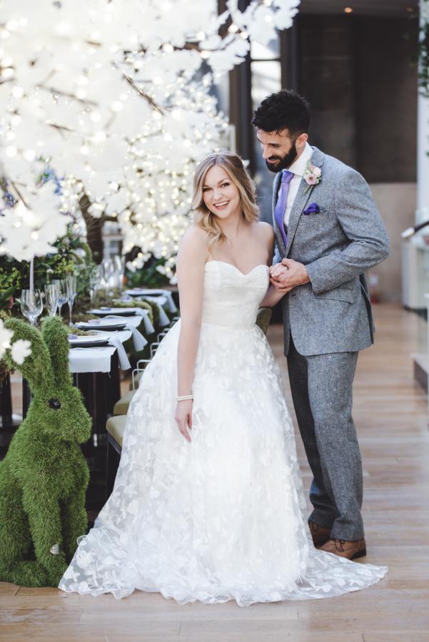 Lush city garden wedding styling ideas on English Wedding, images by Neli Prahova Photography (12)