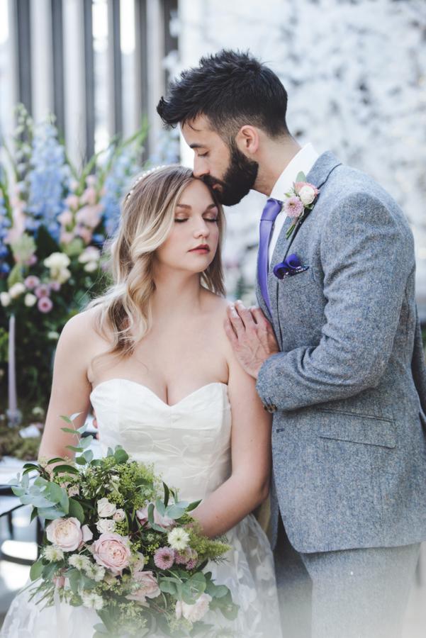 Lush city garden wedding styling ideas on English Wedding, images by Neli Prahova Photography (13)