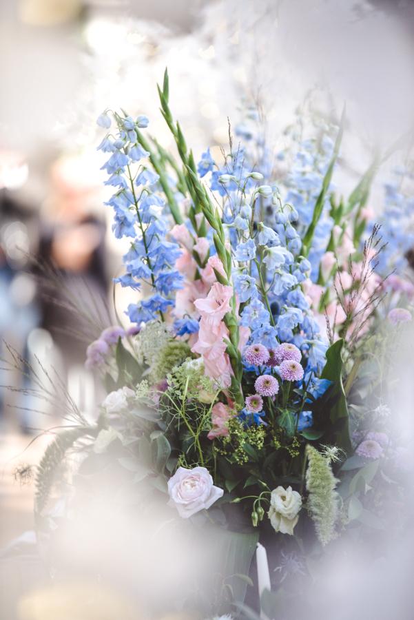 Lush city garden wedding styling ideas on English Wedding, images by Neli Prahova Photography (19)