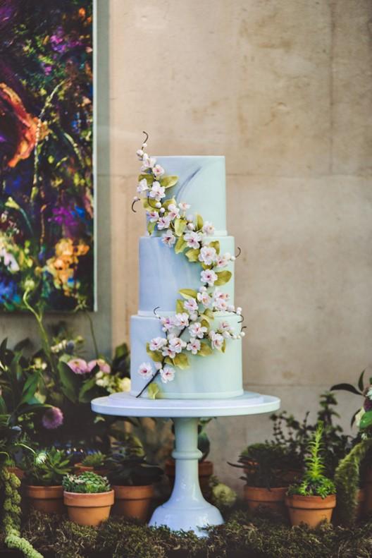 Lush city garden wedding styling ideas on English Wedding, images by Neli Prahova Photography (25)