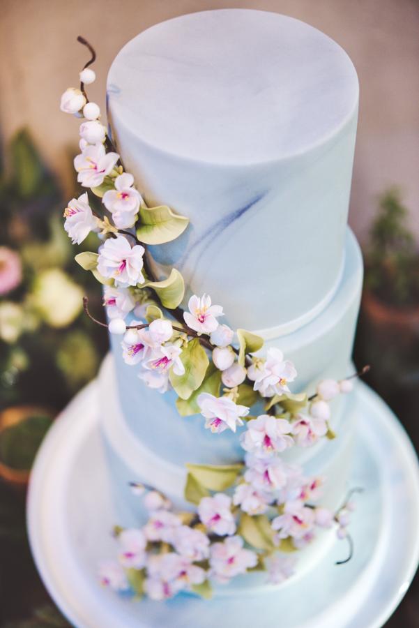 Lush city garden wedding styling ideas on English Wedding, images by Neli Prahova Photography (27)
