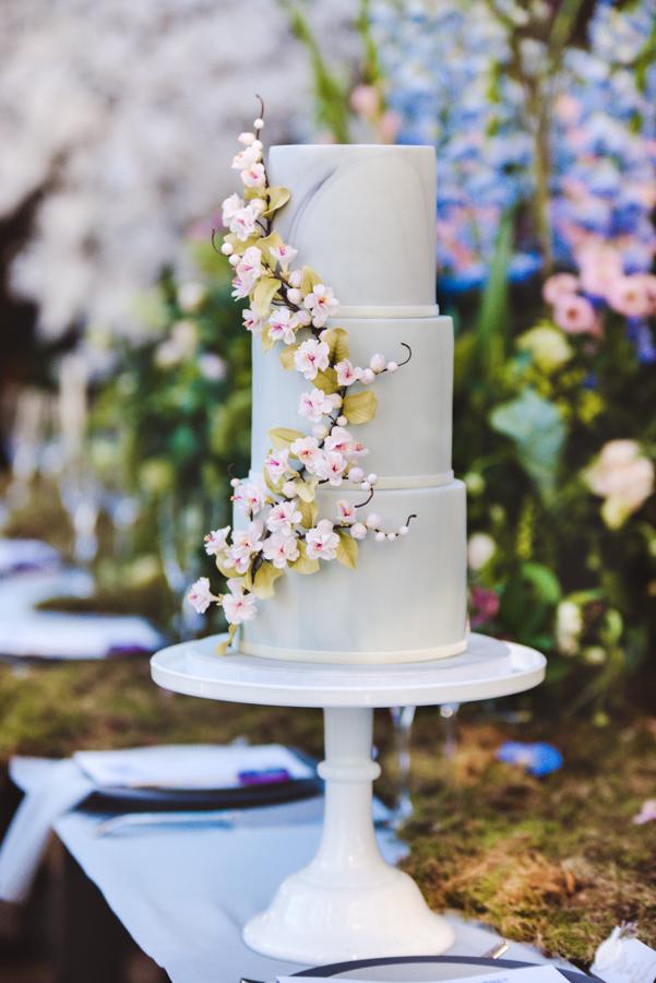 Lush city garden wedding styling ideas on English Wedding, images by Neli Prahova Photography (28)