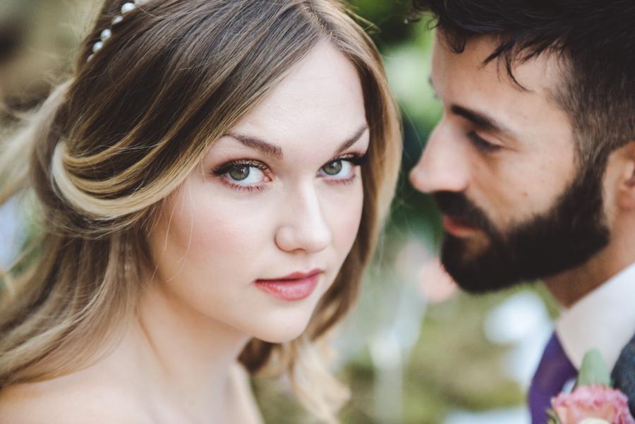 Lush city garden wedding styling ideas on English Wedding, images by Neli Prahova Photography (30)
