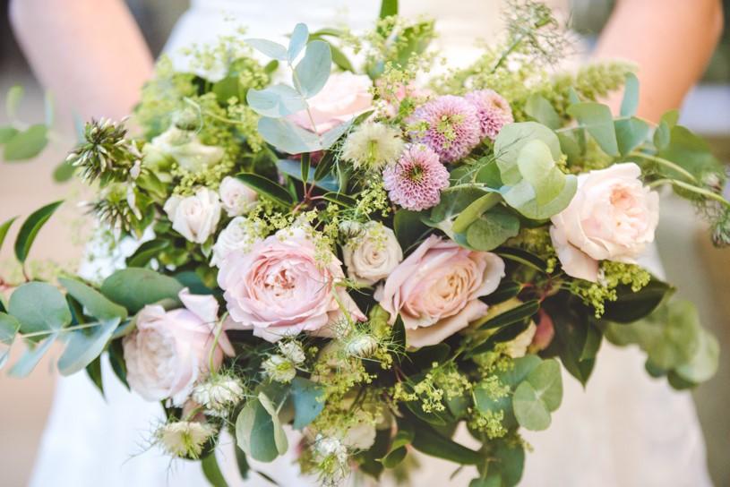 Lush city garden wedding styling ideas on English Wedding, images by Neli Prahova Photography (36)
