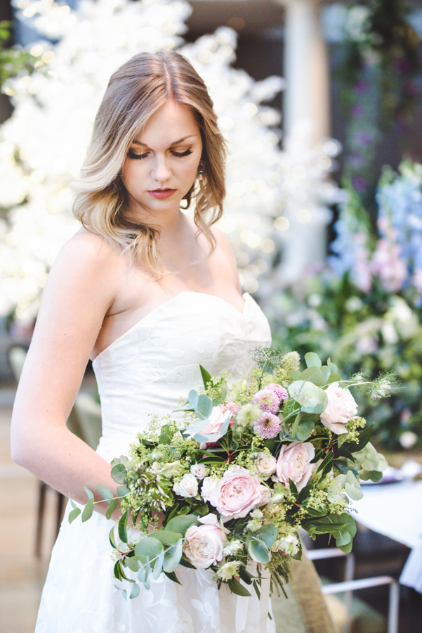 Lush city garden wedding styling ideas on English Wedding, images by Neli Prahova Photography (37)