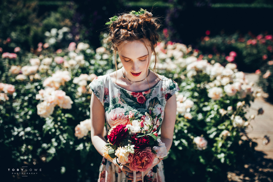 English garden wedding inspiration with hundreds of roses, images by Toby Lowe Photography (13)