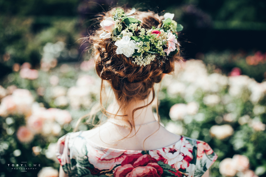 English garden wedding inspiration with hundreds of roses, images by Toby Lowe Photography (14)