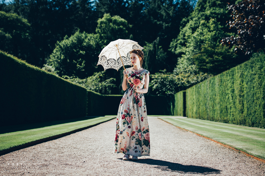 English garden wedding inspiration with hundreds of roses, images by Toby Lowe Photography (17)