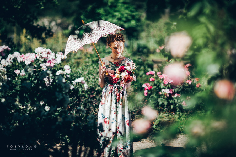 English garden wedding inspiration with hundreds of roses, images by Toby Lowe Photography (21)