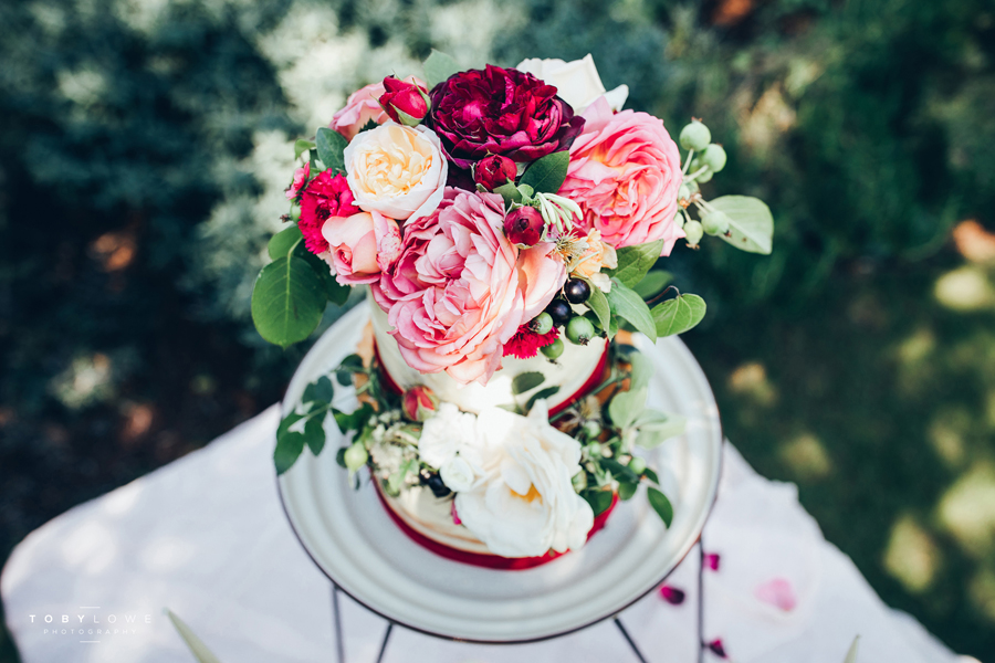 English garden wedding inspiration with hundreds of roses, images by Toby Lowe Photography (24)