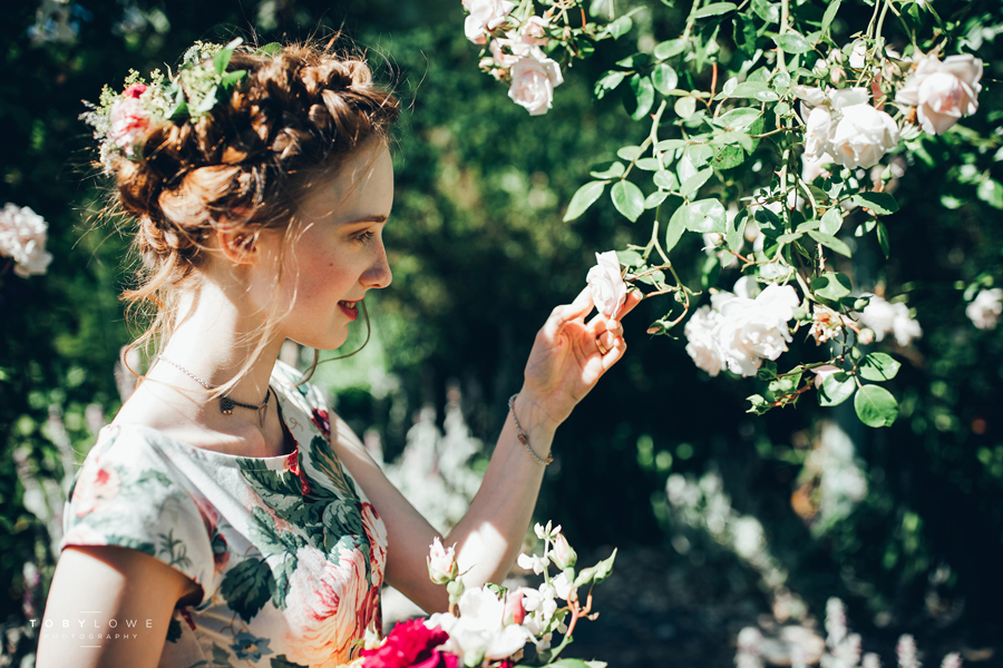 English garden wedding inspiration with hundreds of roses, images by Toby Lowe Photography (27)