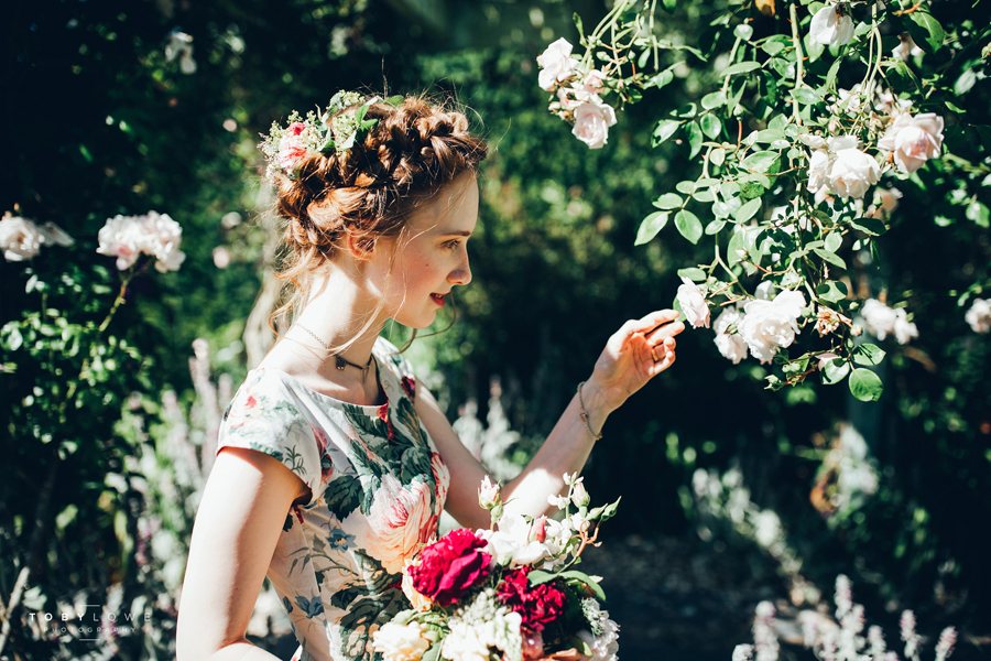 English garden wedding inspiration with hundreds of roses, images by Toby Lowe Photography (28)