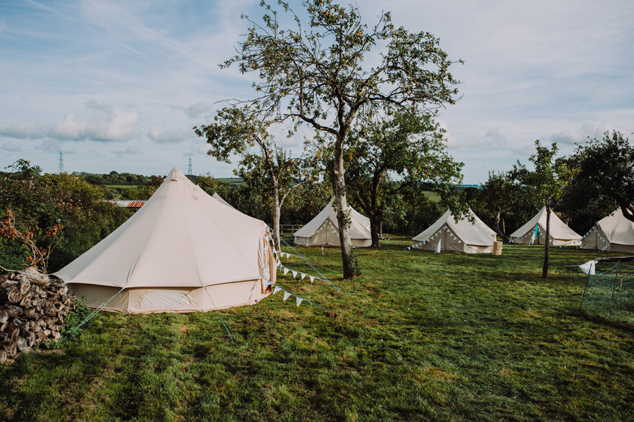 A relaxed botanical vibe for an Anran wedding in Devon, photo credit Special Day Wedding Photos (7)