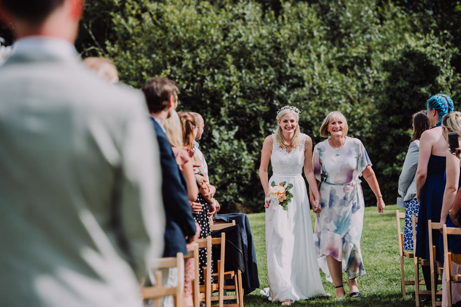A relaxed botanical vibe for an Anran wedding in Devon, photo credit Special Day Wedding Photos (19)