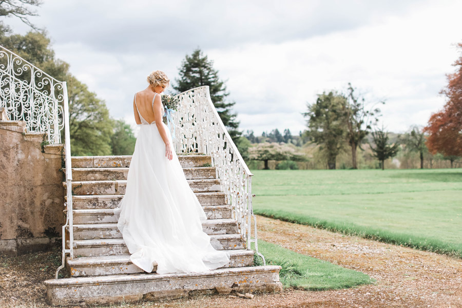 Romantic wedding ideas from Hale Park, photo by Charlotte Wise Photography (42)