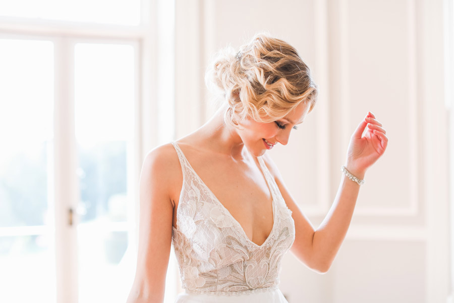 Romantic wedding ideas from Hale Park, photo by Charlotte Wise Photography (39)