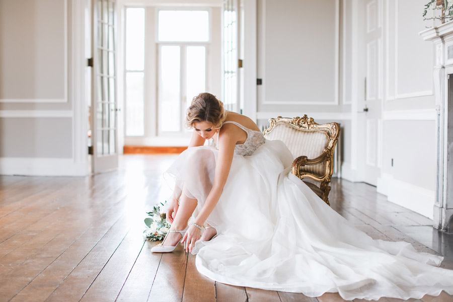 Romantic wedding ideas from Hale Park, photo by Charlotte Wise Photography (37)