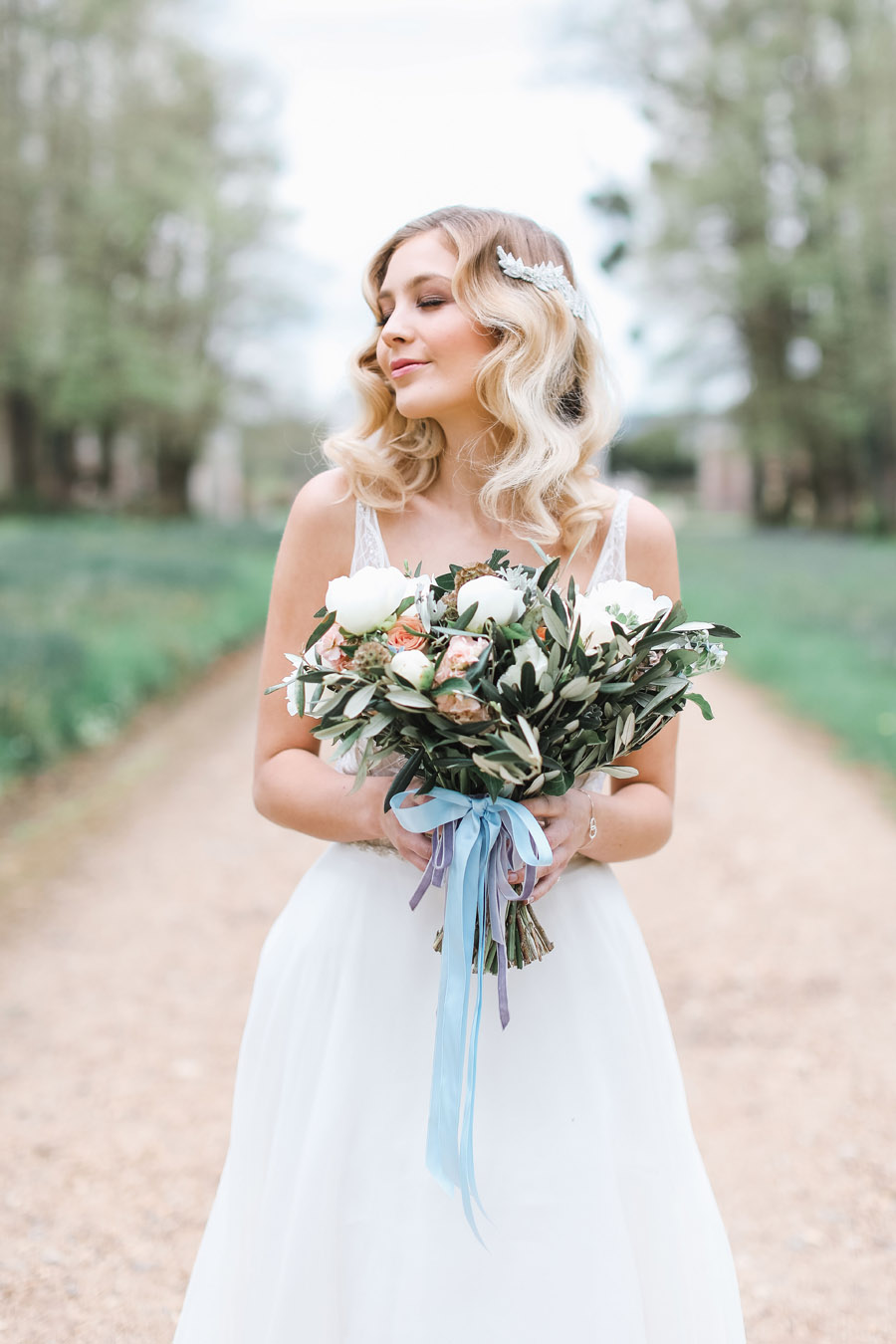 Romantic wedding ideas from Hale Park, photo by Charlotte Wise Photography (28)
