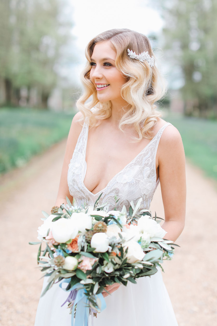 Romantic wedding ideas from Hale Park, photo by Charlotte Wise Photography (27)
