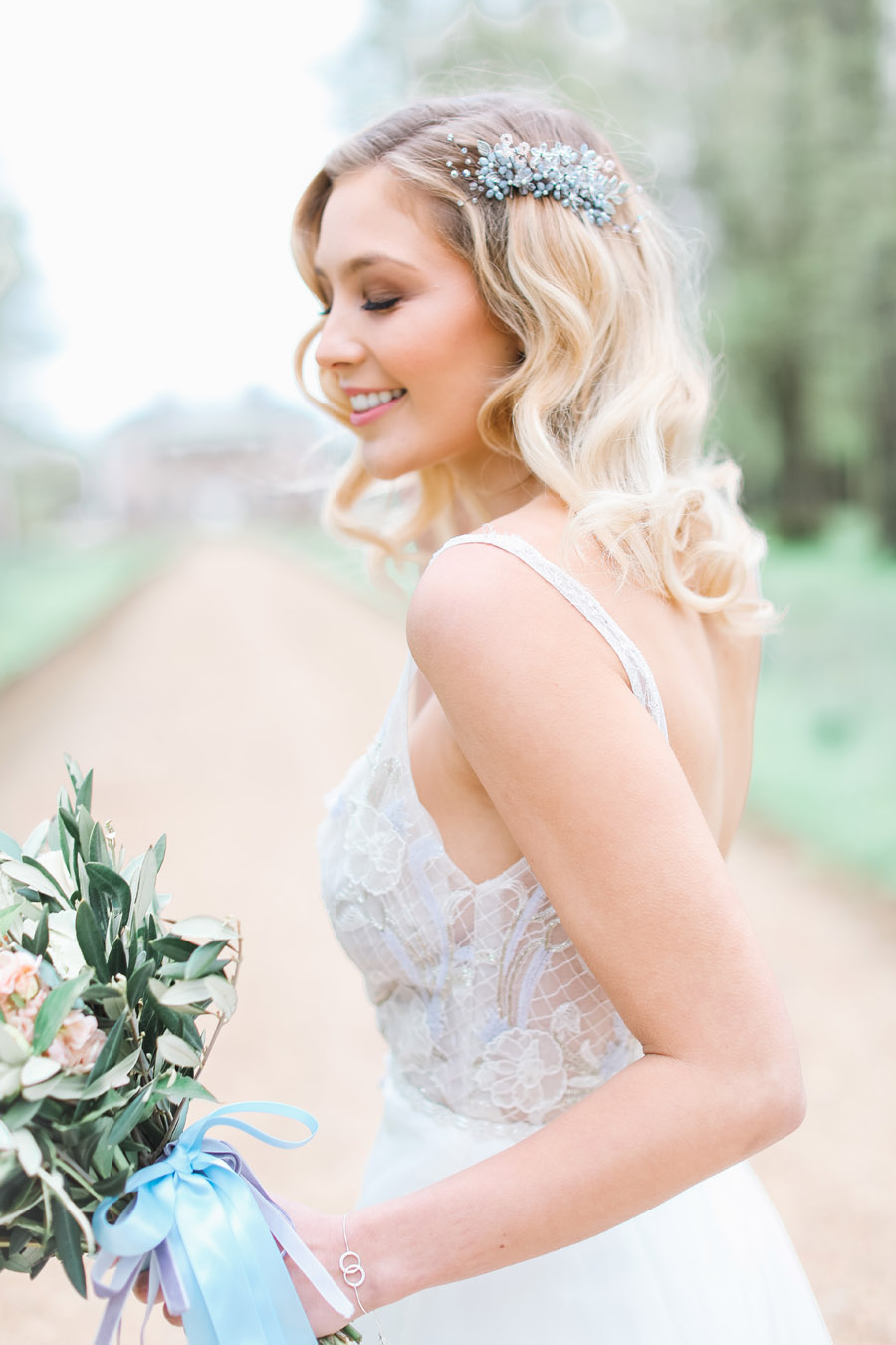 Romantic wedding ideas from Hale Park, photo by Charlotte Wise Photography (24)