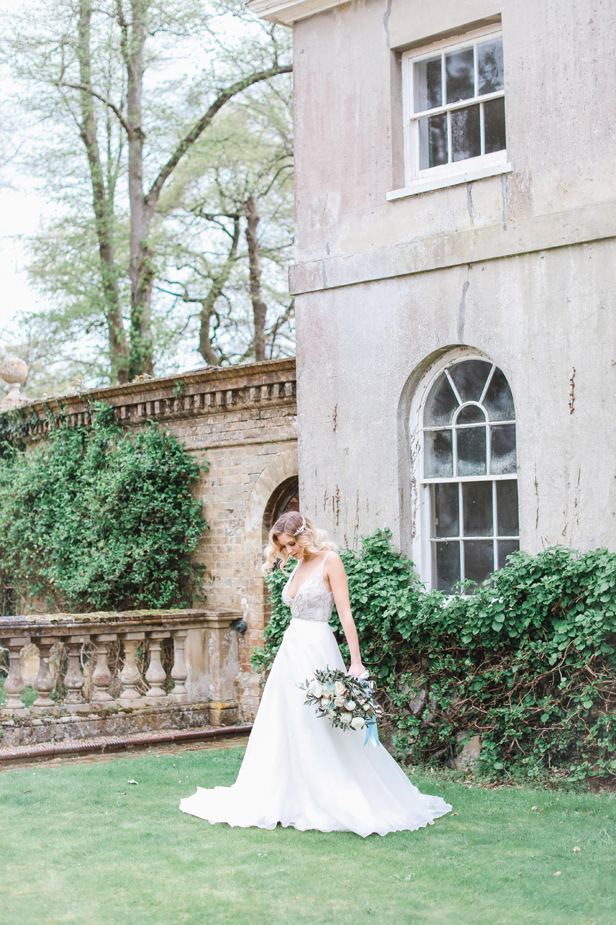 Romantic wedding ideas from Hale Park, photo by Charlotte Wise Photography (19)