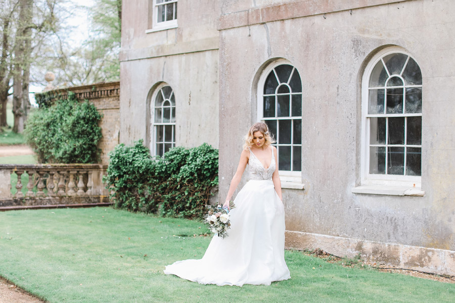 Romantic wedding ideas from Hale Park, photo by Charlotte Wise Photography (17)
