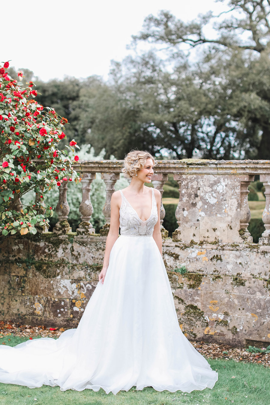Romantic wedding ideas from Hale Park, photo by Charlotte Wise Photography (12)