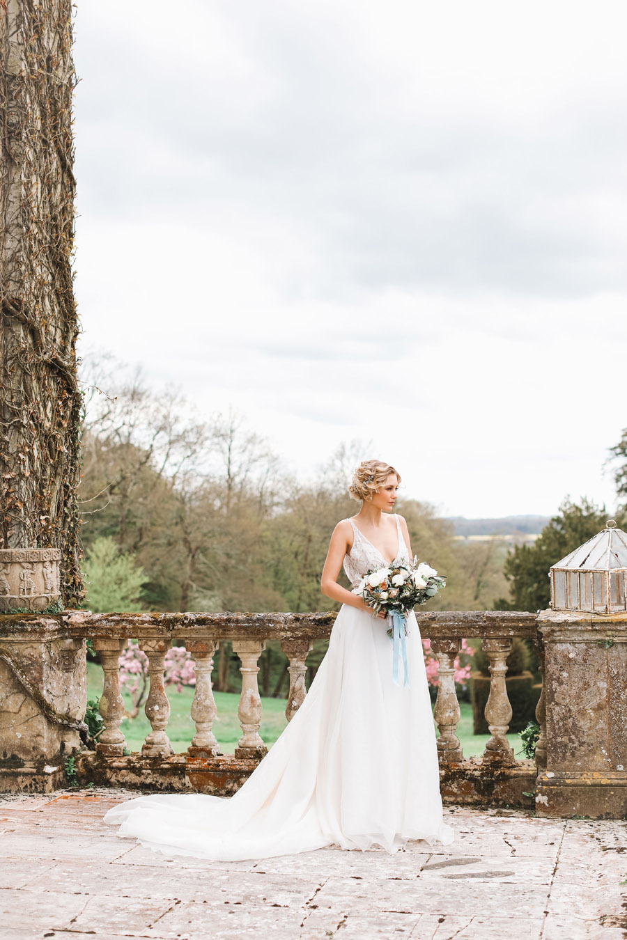 Romantic wedding ideas from Hale Park, photo by Charlotte Wise Photography (5)