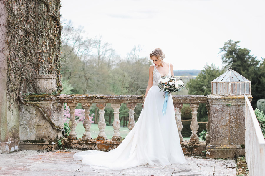 Romantic wedding ideas from Hale Park, photo by Charlotte Wise Photography (4)