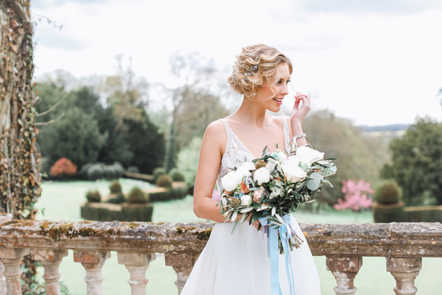 Romantic wedding ideas from Hale Park, photo by Charlotte Wise Photography (3)