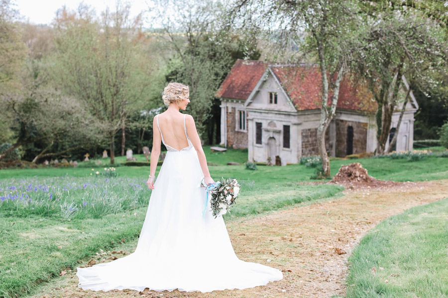 Romantic wedding ideas from Hale Park, photo by Charlotte Wise Photography (2)