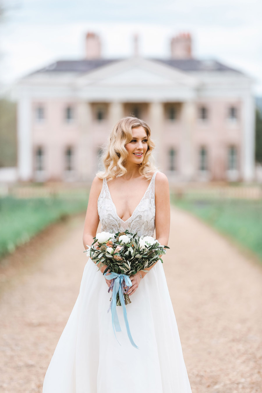 Romantic wedding ideas from Hale Park, photo by Charlotte Wise Photography (52)