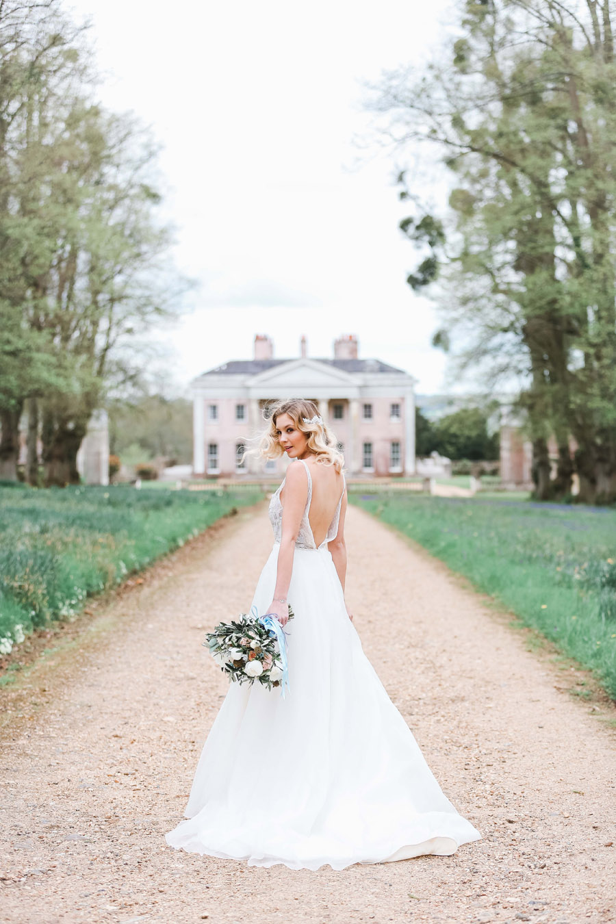 Romantic wedding ideas from Hale Park, photo by Charlotte Wise Photography (51)