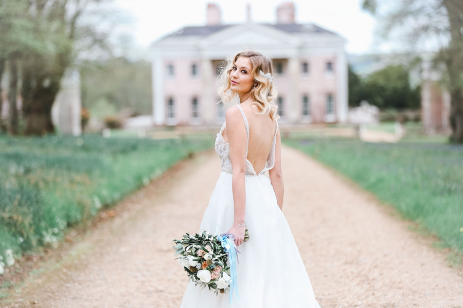 Romantic wedding ideas from Hale Park, photo by Charlotte Wise Photography (50)
