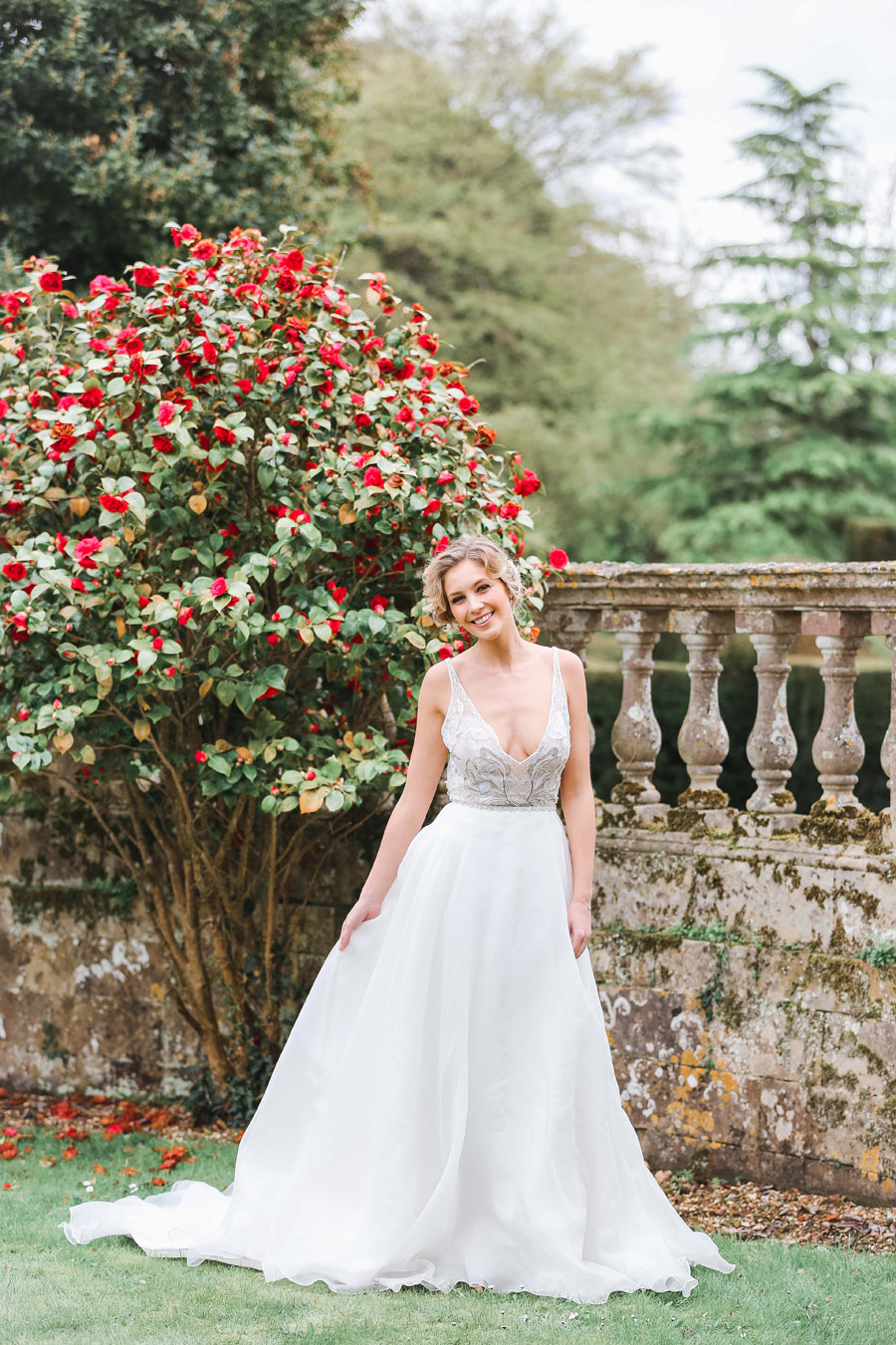 Romantic wedding ideas from Hale Park, photo by Charlotte Wise Photography (47)