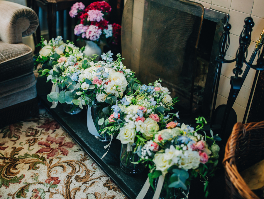 Mixed summer florals and beaming beautiful sunshine at Iscoyd Park with Rachel Joyce Photography (5)