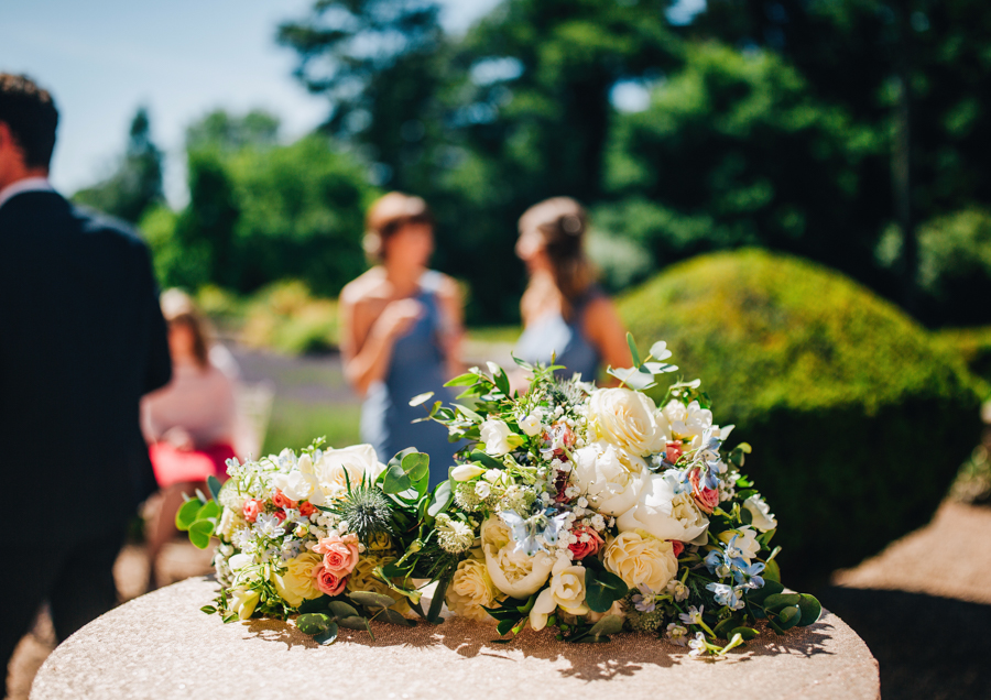 Mixed summer florals and beaming beautiful sunshine at Iscoyd Park with Rachel Joyce Photography (26)