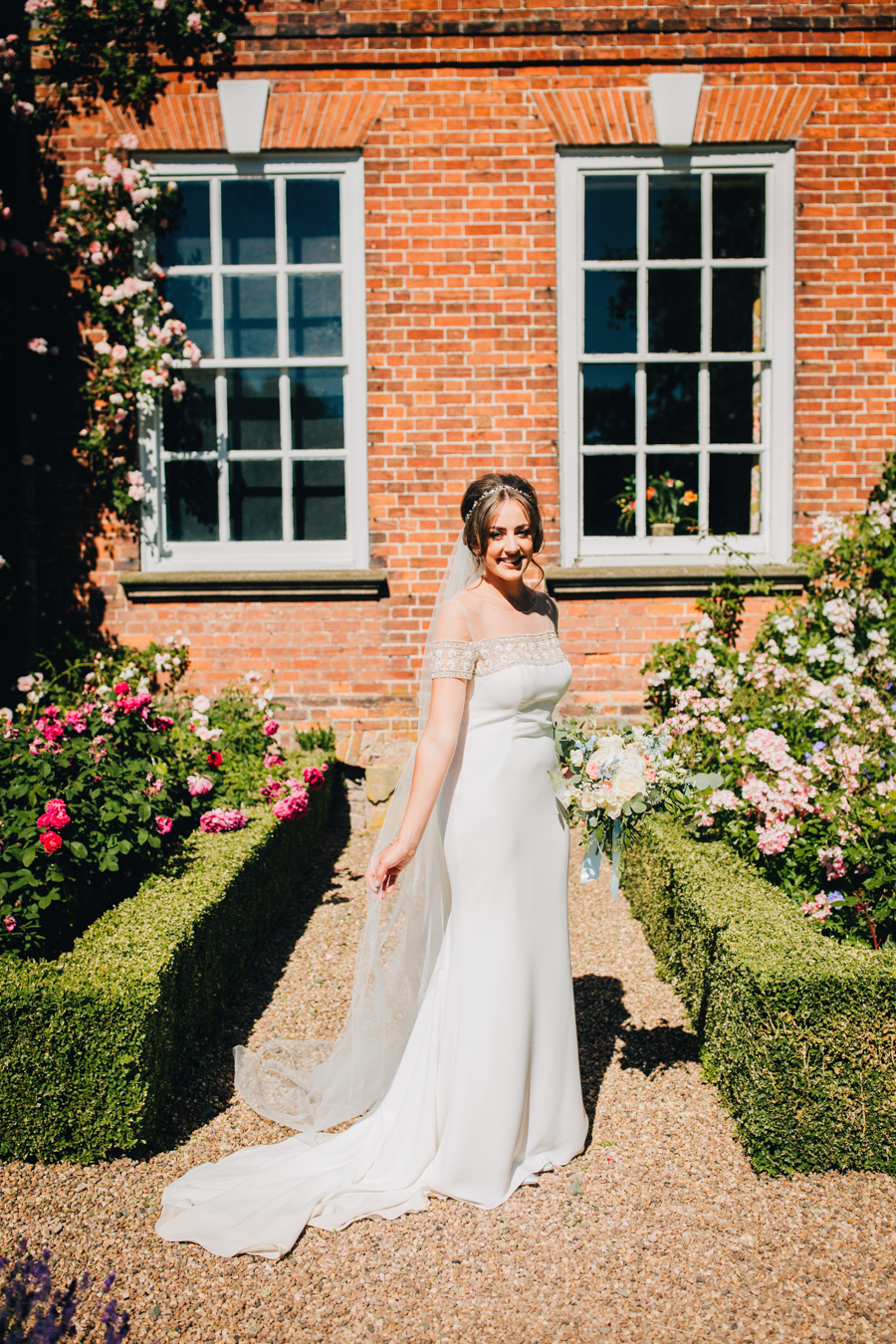 Mixed summer florals and beaming beautiful sunshine at Iscoyd Park with Rachel Joyce Photography (32)