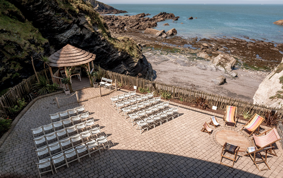 A relaxed and classic Devon Tunnels Beaches wedding in Ilfracombe with Robin Goodlad Photography (4)