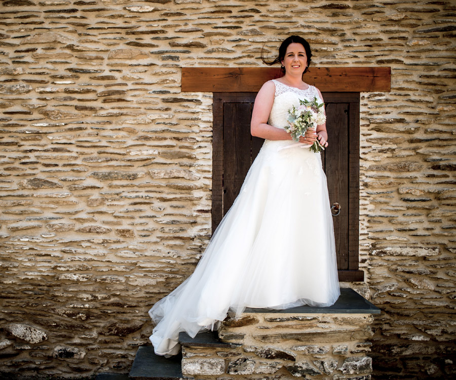 A relaxed and classic Devon Tunnels Beaches wedding in Ilfracombe with Robin Goodlad Photography (25)