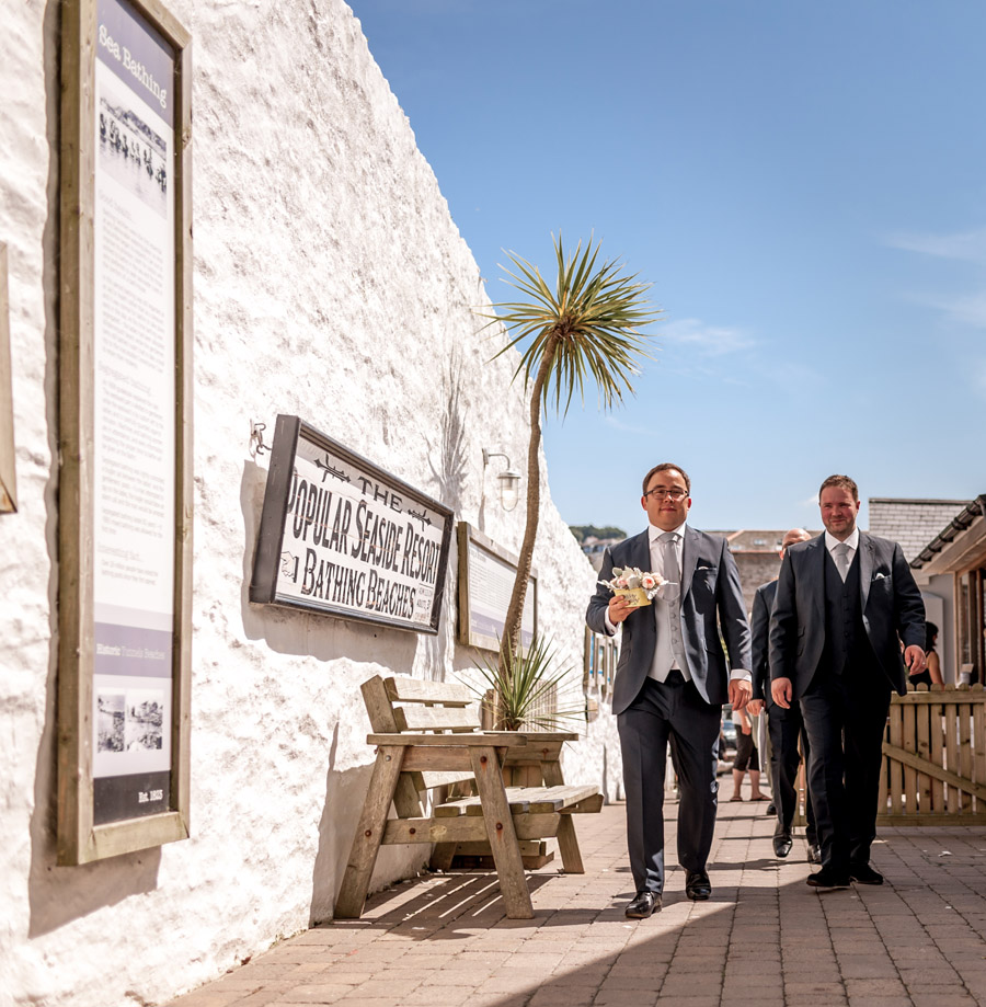 A relaxed and classic Devon Tunnels Beaches wedding in Ilfracombe with Robin Goodlad Photography (28)