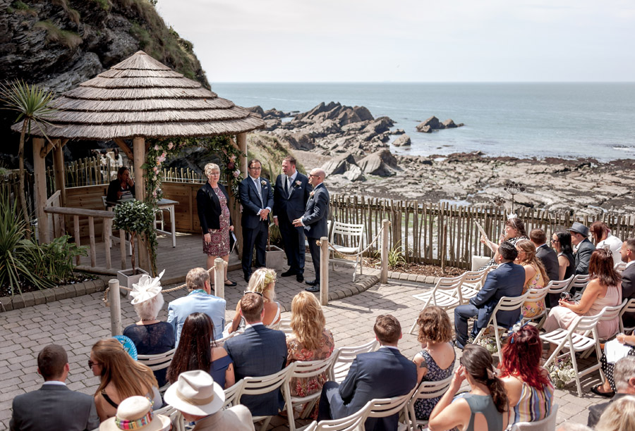 A relaxed and classic Devon Tunnels Beaches wedding in Ilfracombe with Robin Goodlad Photography (31)