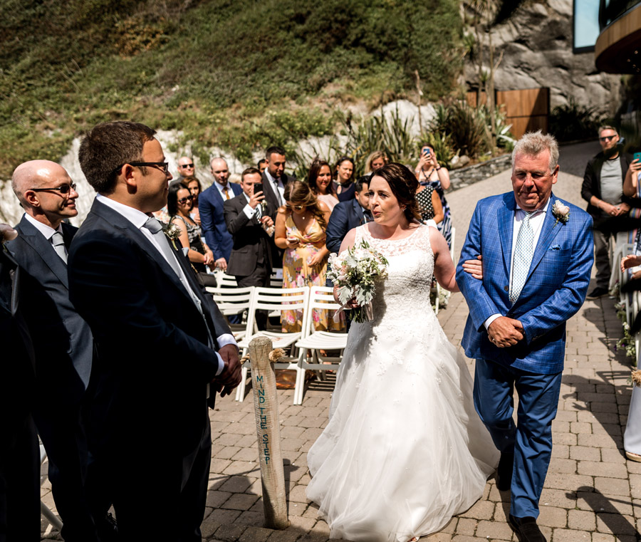 A relaxed and classic Devon Tunnels Beaches wedding in Ilfracombe with Robin Goodlad Photography (34)