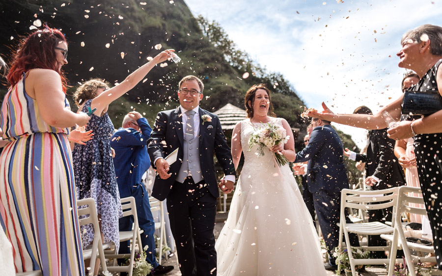 A relaxed and classic Devon Tunnels Beaches wedding in Ilfracombe with Robin Goodlad Photography (37)