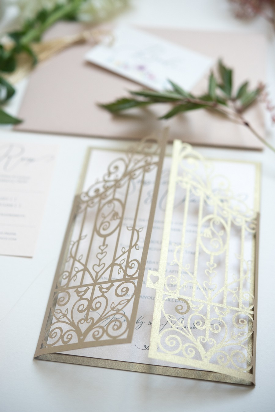 Beautiful fairytale wedding ideas from Clissold Park on English Wedding. Image credit Eva Tarnok Photography (12)