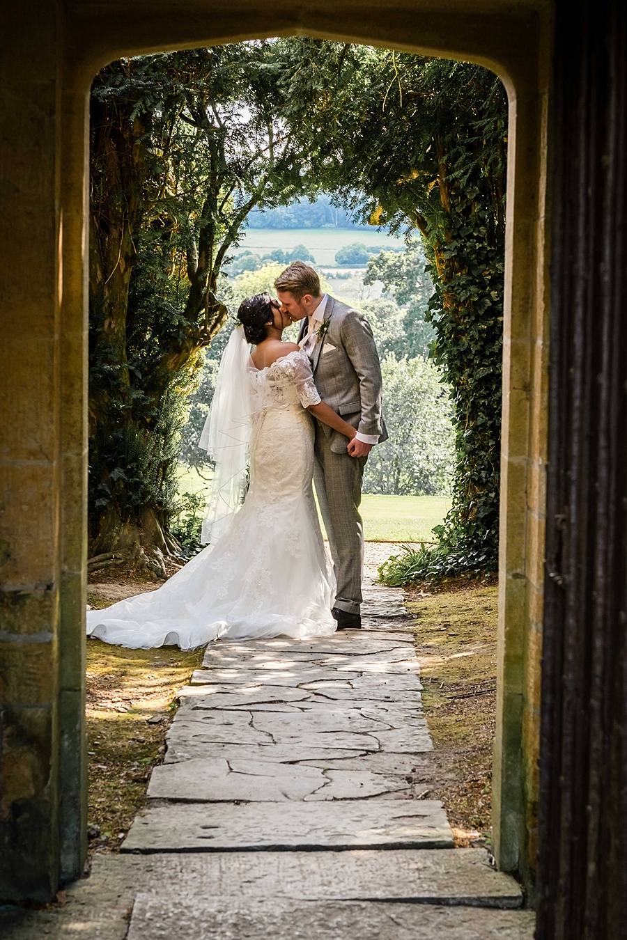 Linus Moran Photography at North Cadbury Court, traditional English wedding inspiration (34)
